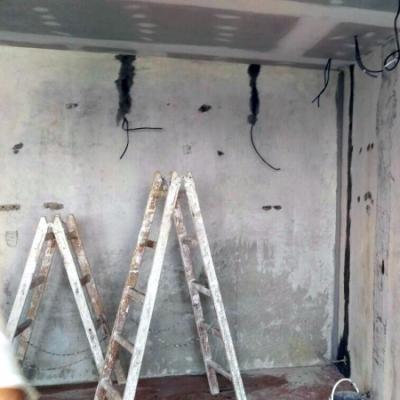 2. z 3 fotografii před - rekonstrukce bytu